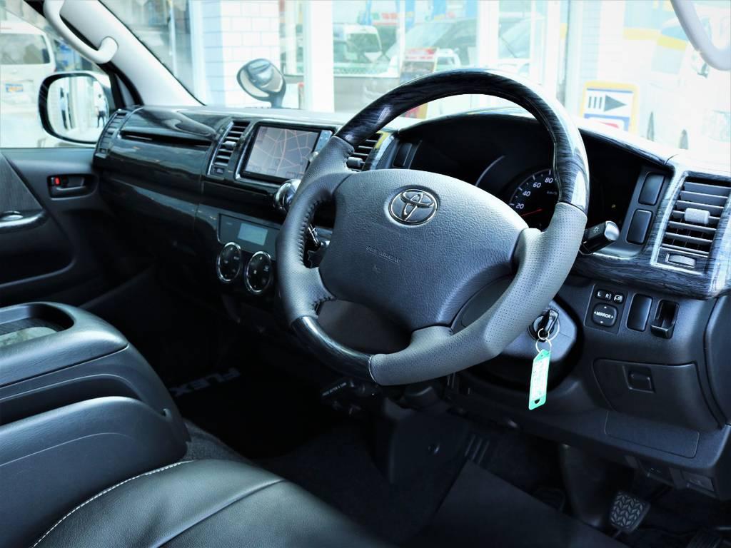 綺麗なステアリング周り! | トヨタ ハイエースバン 3.0 マルチロールトランスポーター タイプⅡ ロング ディーゼルターボ ベッドキット 専用フロア