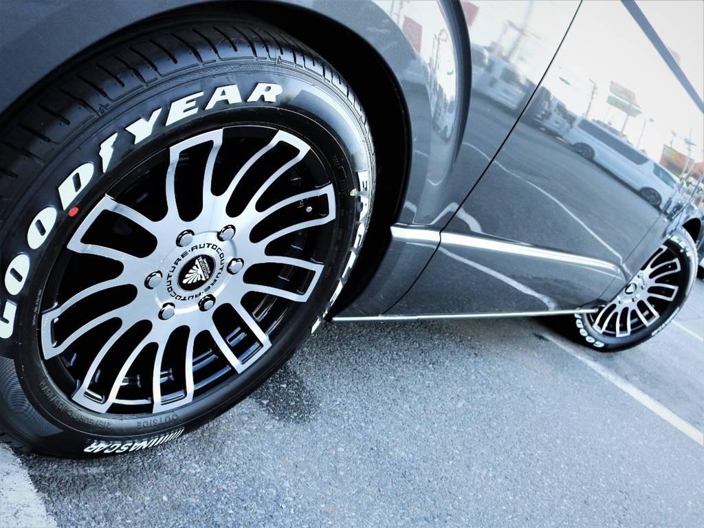 足元バッチリ決まっております! | トヨタ ハイエースバン 3.0 マルチロールトランスポーター タイプⅡ ロング ディーゼルターボ ベッドキット 専用フロア