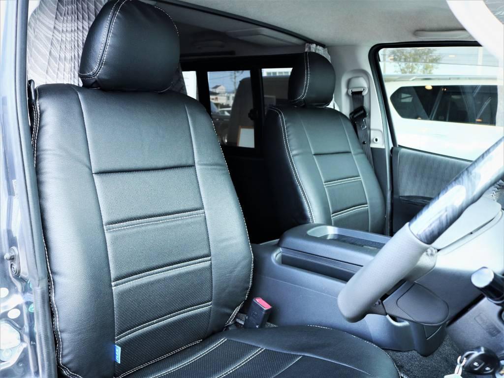 運転席シート、新品黒革調シートカバー付き! | トヨタ ハイエースバン 3.0 マルチロールトランスポーター タイプⅡ ロング ディーゼルターボ ベッドキット 専用フロア
