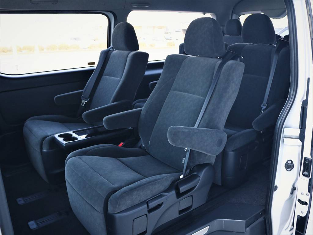 スライドレール付きで前後移動可能! | トヨタ ハイエース 2.7 GL ロング ミドルルーフ ファインテックツアラー