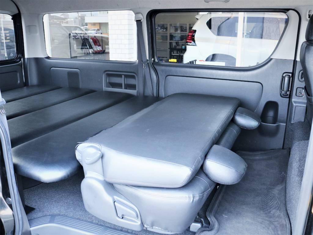 セカンドシートは折りたたみ可能です! | トヨタ レジアスエース 2.7 スーパーGL ワイド ミドルルーフ ロングボディ 4WD ベッドキットパッケージ