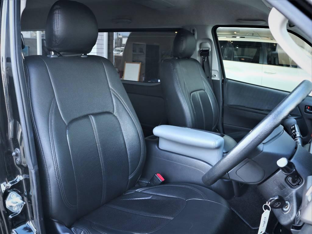 運転席シート、黒革調シートカバー付き! | トヨタ レジアスエース 2.7 スーパーGL ワイド ミドルルーフ ロングボディ 4WD ベッドキットパッケージ