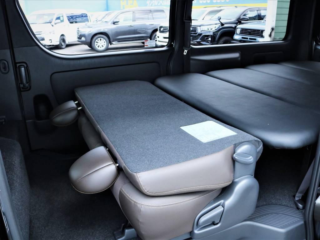 セカンドシート、折りたたみ可能です! | トヨタ ハイエースバン 2.8 スーパーGL 50TH アニバーサリー リミテッド ロングボディ ディーゼルターボ ベッドキット