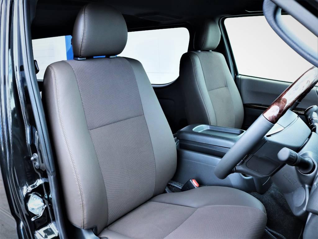 運転席シート、ハーフレザーシート! | トヨタ ハイエースバン 2.8 スーパーGL 50TH アニバーサリー リミテッド ロングボディ ディーゼルターボ ベッドキット