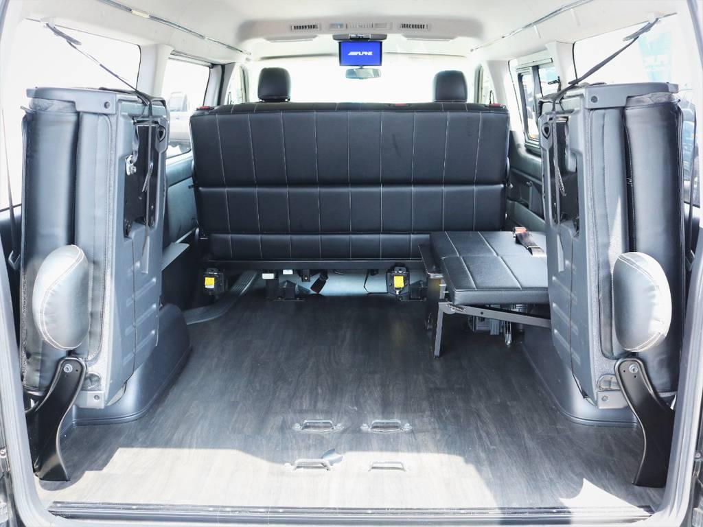 4列目は跳ね上げ可能です!収納スペースも広々御座います! | トヨタ ハイエース 2.7 GL ロング ミドルルーフ 内装アレンジ