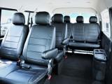 室内広々10人乗り、黒革調シートカバー付き!