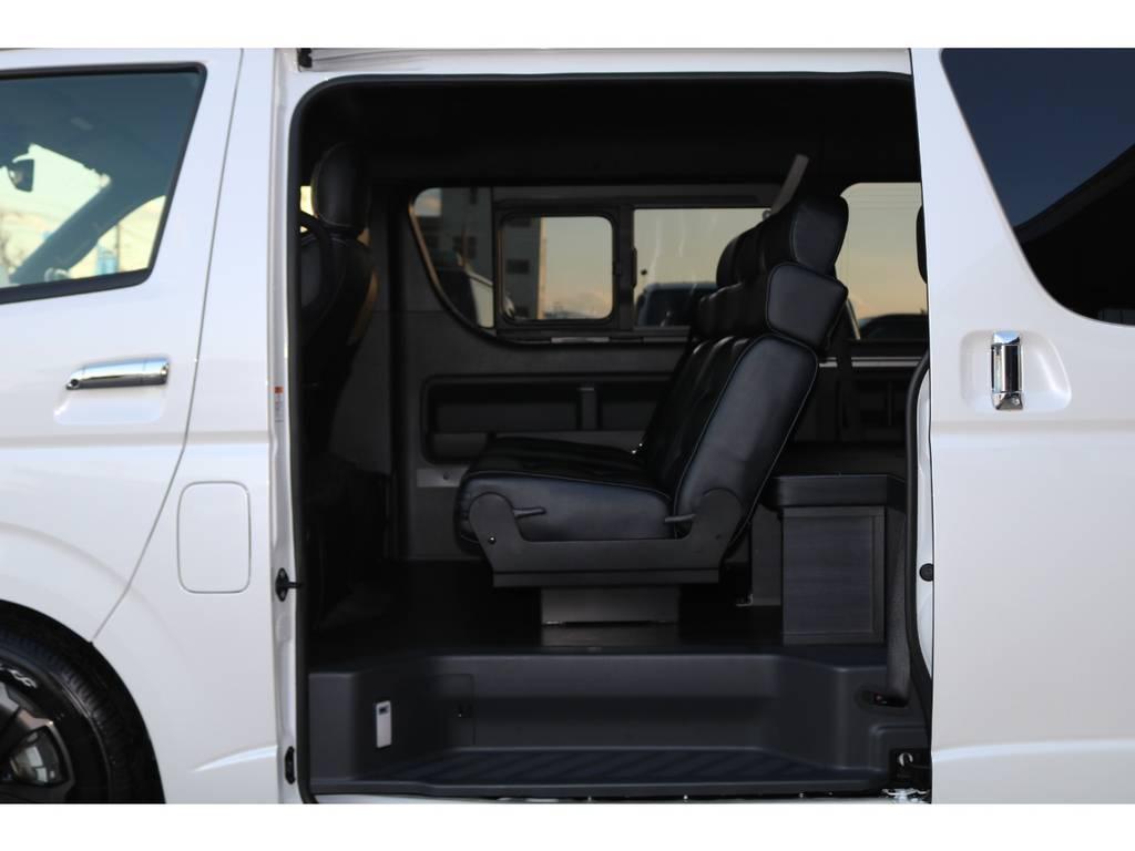3人掛けREVOシート搭載♪ | トヨタ ハイエース 2.7 GL ロング ミドルルーフ TSS付Ver2テーブル付 試乗車