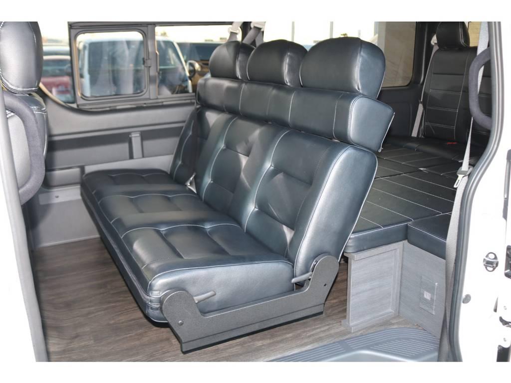 大人3名でもごゆっくりお座り頂けます♪ | トヨタ ハイエース 2.7 GL ロング ミドルルーフ TSS付Ver2テーブル付 試乗車