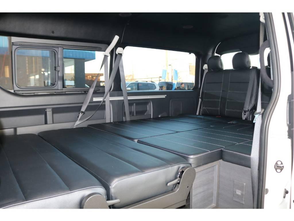 フルフラットベッドモードにも簡単にアレンジできます♪ | トヨタ ハイエース 2.7 GL ロング ミドルルーフ TSS付Ver2テーブル付 試乗車