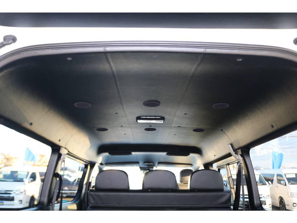 展示レザー張り施工&各ピラースウェード張り施工済み♪ | トヨタ ハイエース 2.7 GL ロング ミドルルーフ TSS付Ver2テーブル付 試乗車