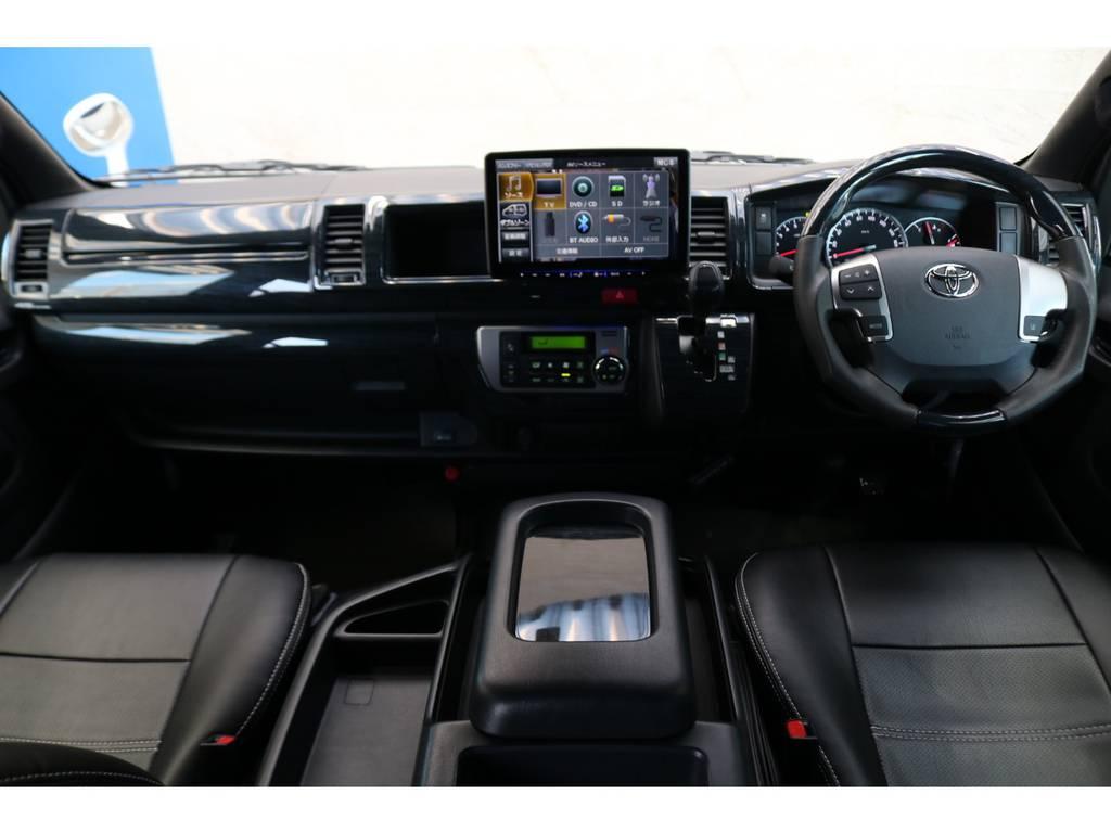 試乗車のみでの使用でしたので、まだまだ綺麗なコックピット♪ | トヨタ ハイエース 2.7 GL ロング ミドルルーフ TSS付Ver2テーブル付 試乗車