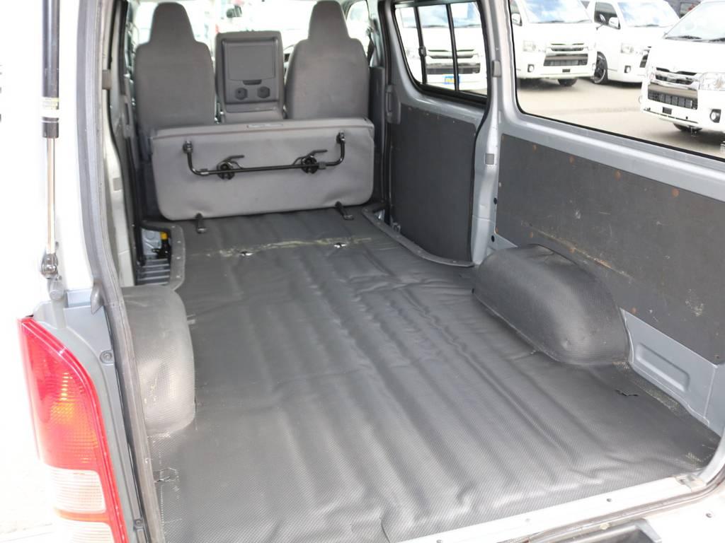 セカンドシートは跳ね上げ収納可能♪ | トヨタ ハイエースバン 2.0 DX ロング