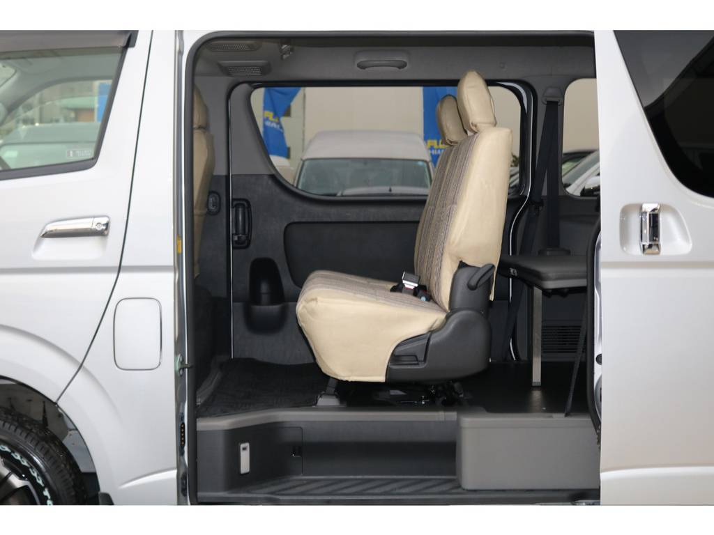 セカンドシートは3人掛けシートになります♪ | トヨタ ハイエースバン 3.0 マルチロールトランスポーター タイプⅡ ロング ディーゼルターボ 4WD