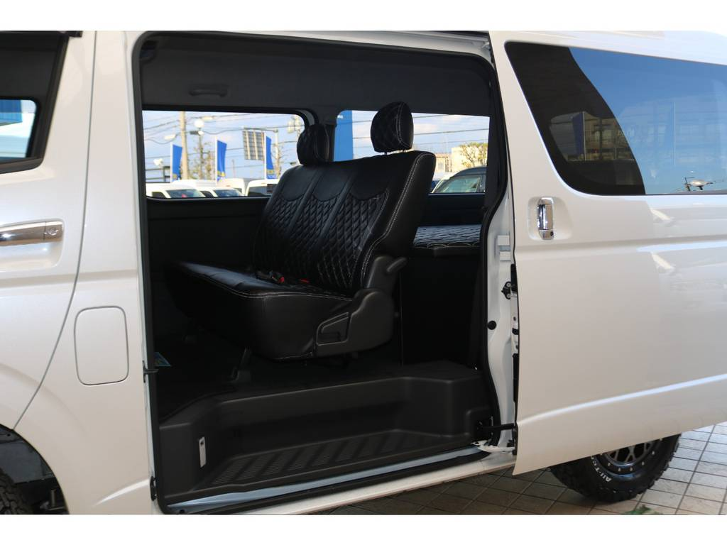 3人掛けセカンドシート♪ | トヨタ レジアスエース 2.7 スーパーGL ダークプライム ワイド ミドルルーフ ロングボディ 4WD