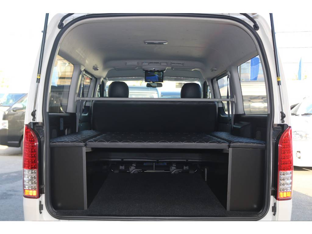 ベッドキット装備♪ | トヨタ レジアスエース 2.7 スーパーGL ダークプライム ワイド ミドルルーフ ロングボディ 4WD