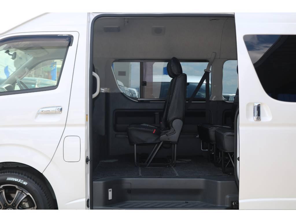 乗り降りし易い純正シート配列♪ | トヨタ ハイエース 2.7 グランドキャビン 4WD