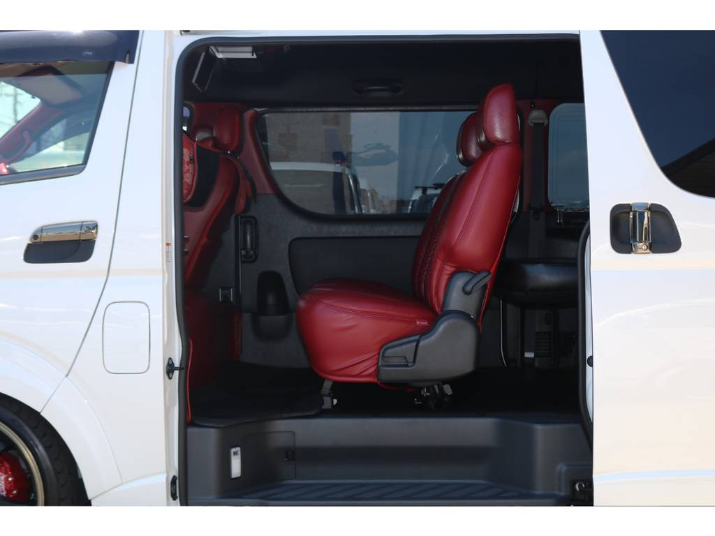 3人掛けセカンドシート♪ | トヨタ ハイエースバン 2.7 スーパーGL ワイド ロング ミドルルーフ 4WD GIBSONフルエアロ